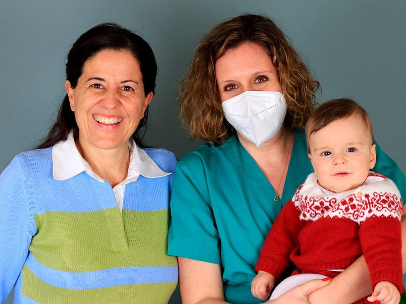 María e Miguel con la dott.ssa Esther Marbán Tambre